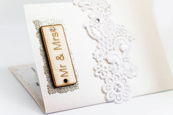 Auf deutsch: Mr. and Mrs. Sign on the wedding invitation - image gratuit #450523