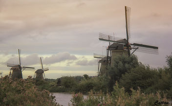 Holland - windmills of Kinderdijk - image #457673 gratis