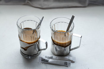 Two glasses of coffee in the train - image gratuit #460003