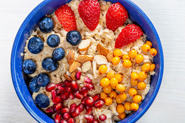 The concept of a healthy Breakfast-oatmeal with fruit and almonds (Flip 2019) - image #464463 gratis