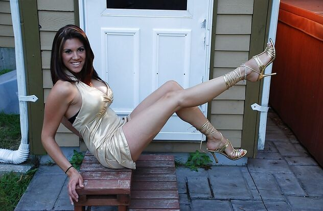 Sexy Legs In Gold Dress - Kostenloses image #470003